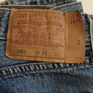 501 Levi's jeans, button fly classic!  34 x 32